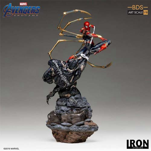 estatua iron spider vs outrider vengadores endgame