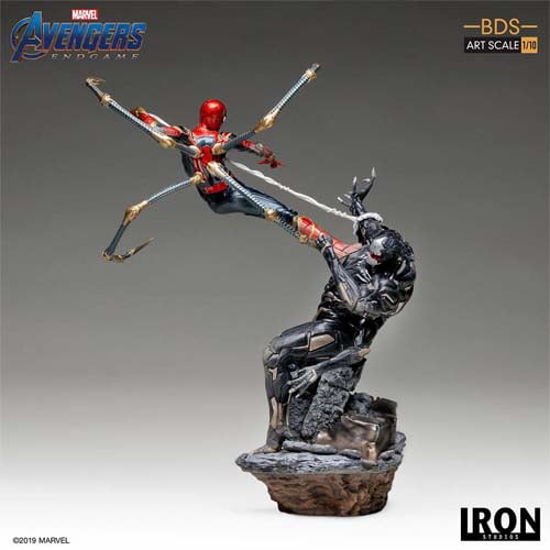 estatua iron spider vs outrider vengadores endgame